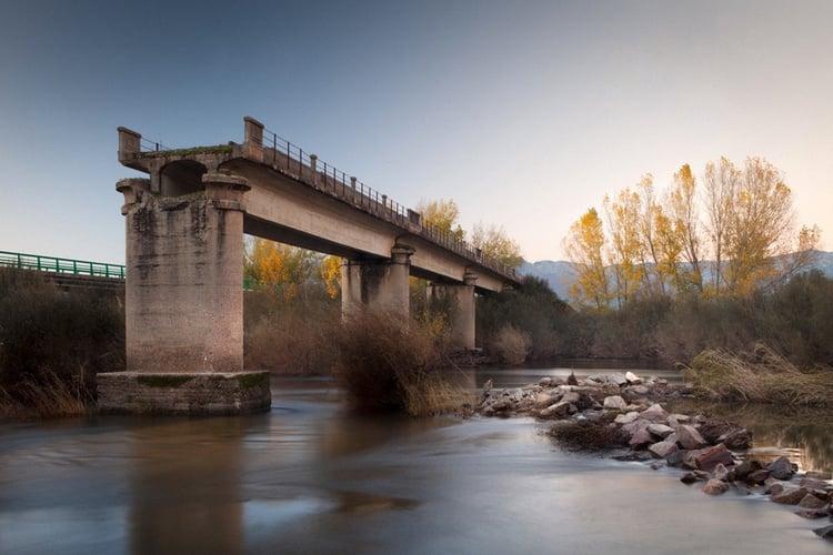 Broken Bridge Fotolia_95625033_S.jpg