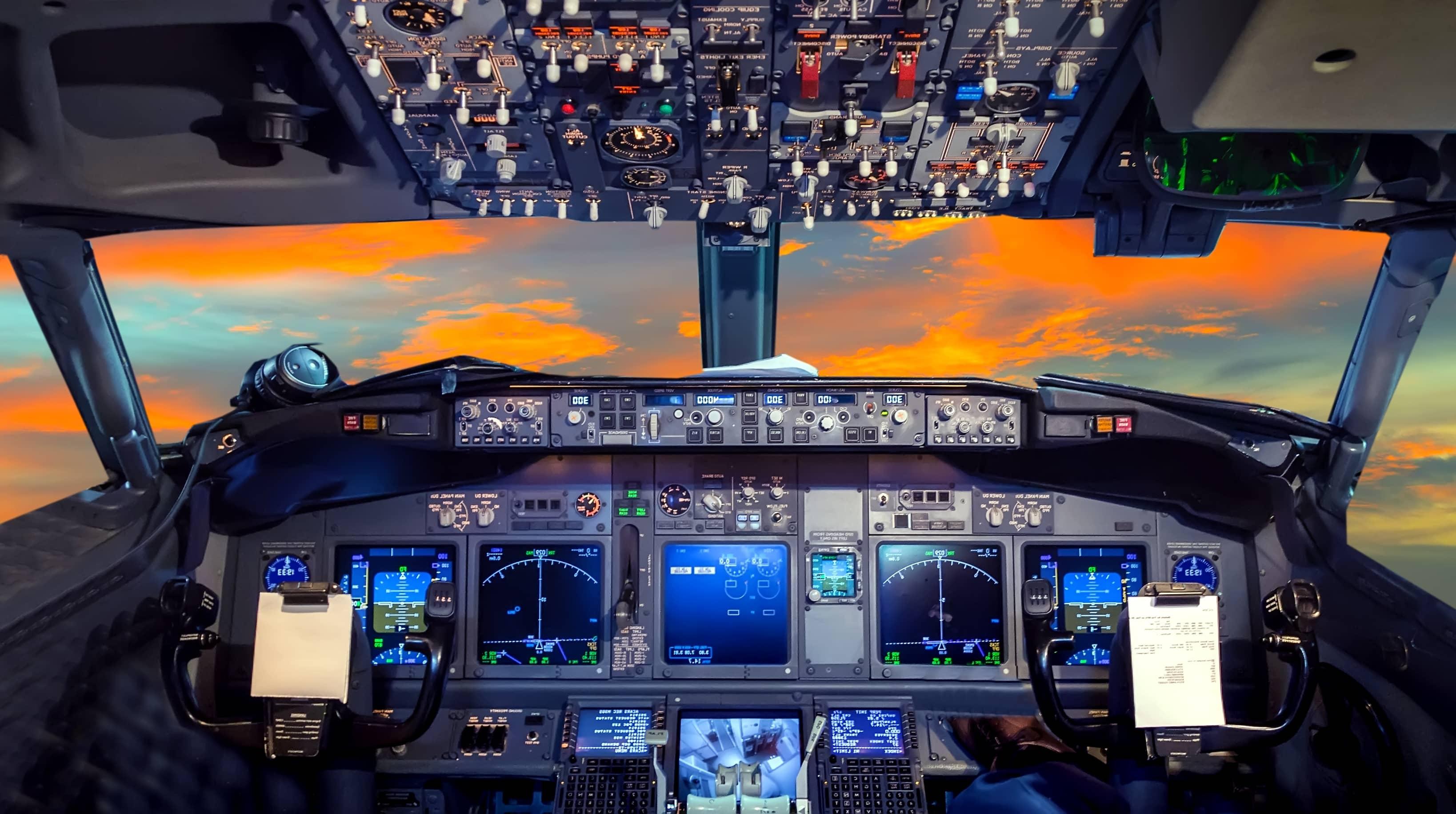Cockpit_AdobeStock_107812956